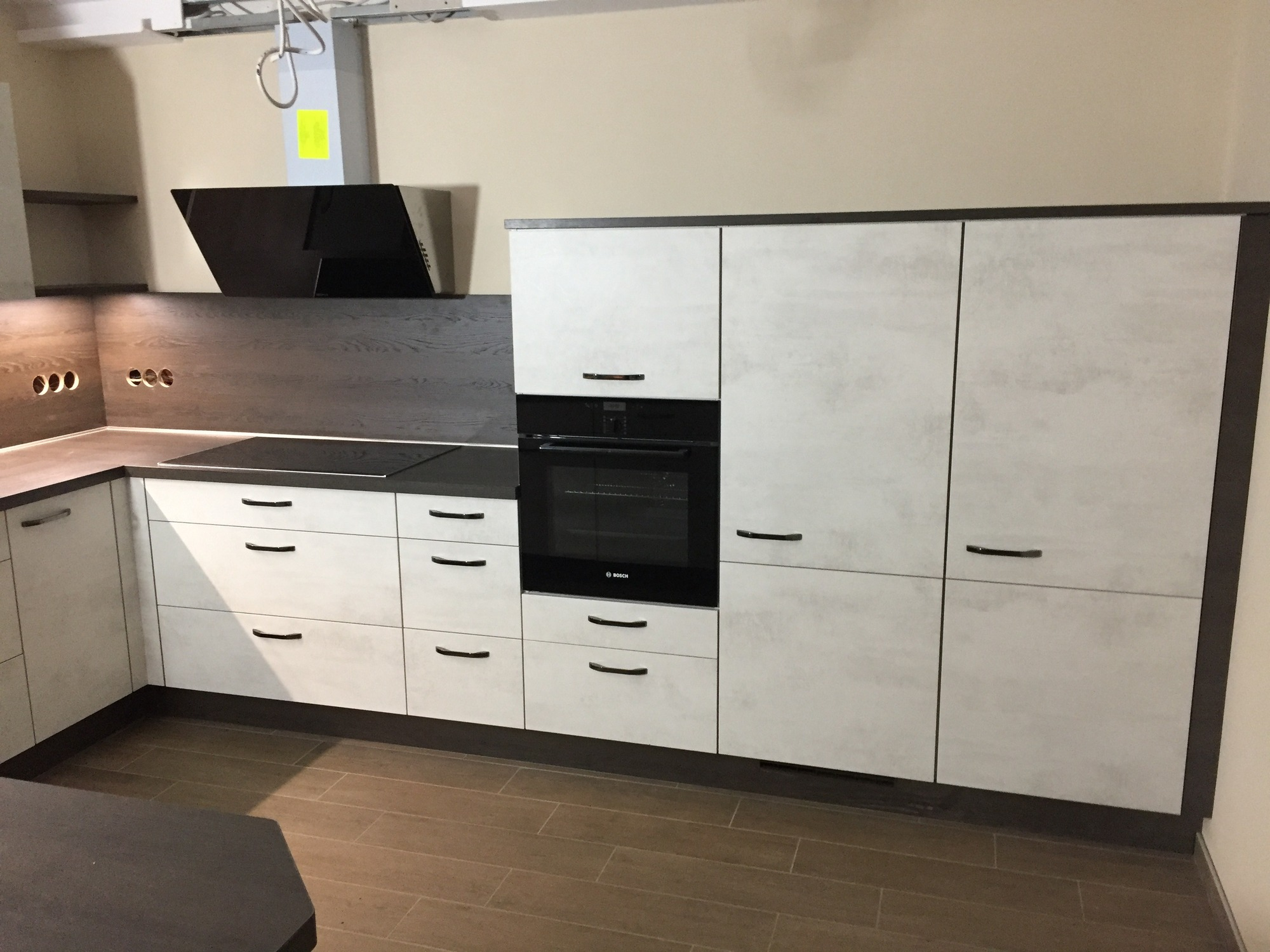 großzügige offene Küche in Betonoptik - Gutsmann Küchen ...