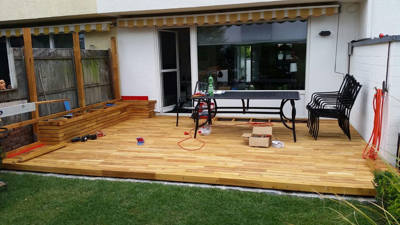 Robinienholz Terrasse terrasse aus robinie mit sitzgelegenheit robinien shop